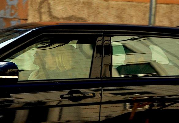 Diana Chaves à saída do tribunal com a agente, Beatriz Lemos, e César Peixoto