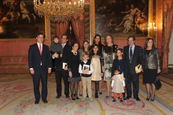 A Rainha posou para a fotografia com o poeta e a sua família