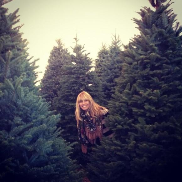Heidi Klum divertiu-se durante a escolha da árvore perfeita para a sua casa.