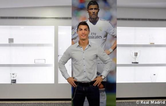 O jogador no museu CR7 na Madeira
