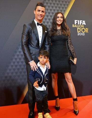 Cristiano Ronaldo com a namorada, Irina, e o filho