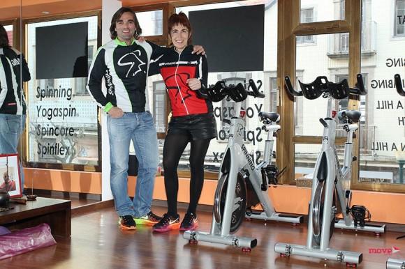 Paula Soares e Master Instructor de Spinning, Dino Pedras