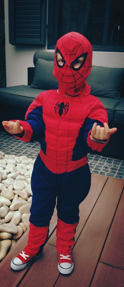 Cláudia Borges vestiu o filho de Homem Aranha