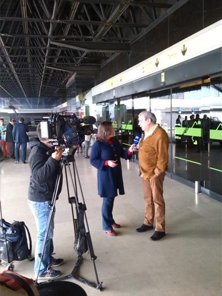 Fernando Tordo no aeroporto antes da partida para o Brasil