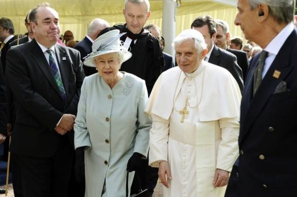 Isabel II - papa Bento