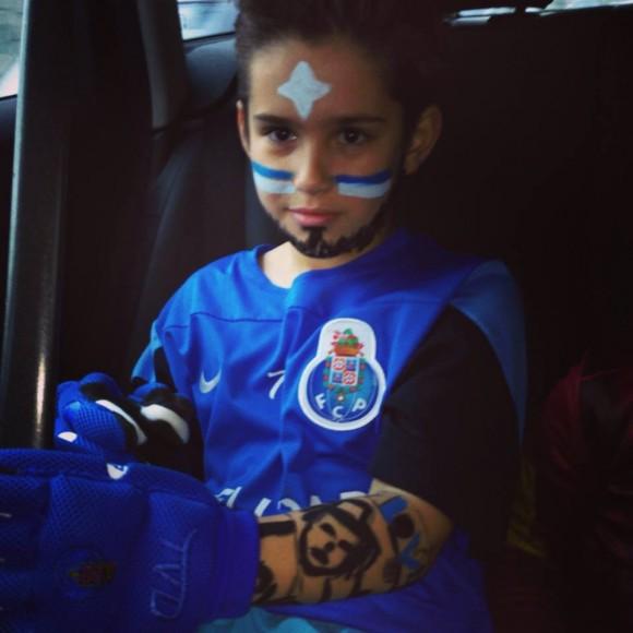 O filho mais velho de Marisa Cruz e João Pinto vestiu-se de hoquísta do FCP Pedro Moreira
