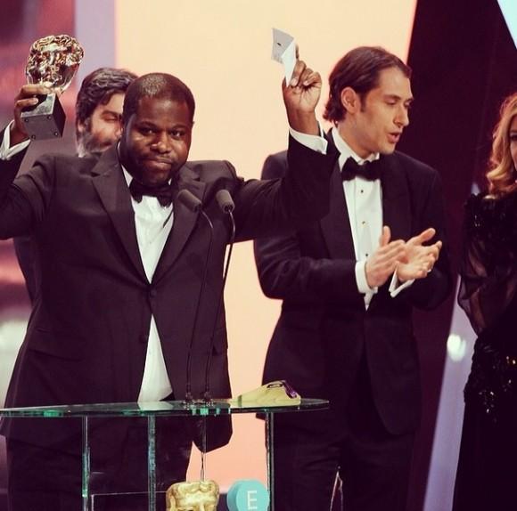 Steve McQueen recebe o Bafta de Melhor Filme