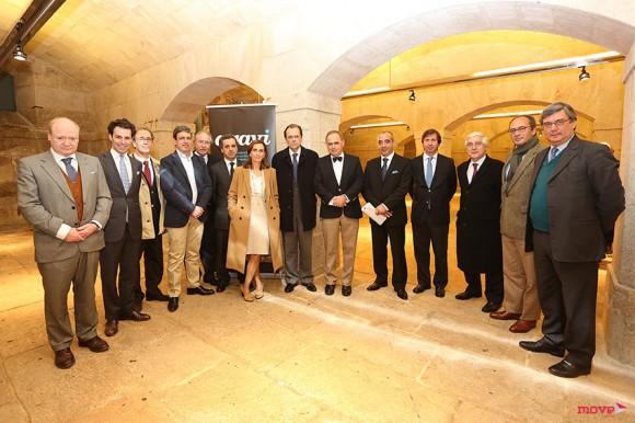 Direção da AGAVI com António Souza-Cardoso, presidente, ao centro.
