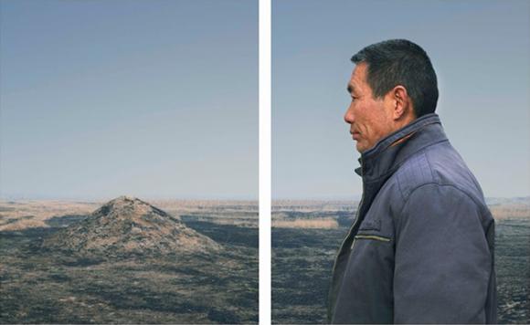 A série de fotos termina de maneira poética e melancólica – a foto da colina vazia deixa entender que um dos gémeos morreu.