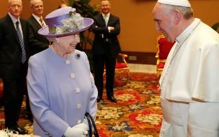 Isabel II Papa1