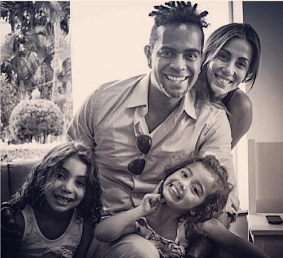 O filho do cantor, Jairzinho, com a mulher, a atriz Tania Khalill e as netas, Isabella e Laura.