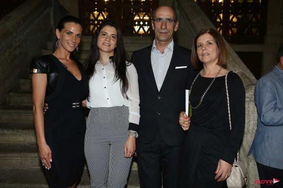 A nutricionista com a irmã, Cátia, e os pais, Avelino Santos e Maria Fernanda Cardoso
