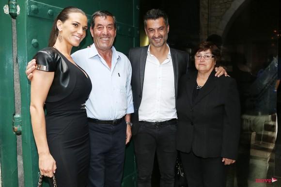 Vítor Baía com os pais, Conceição e Manuel, e Andreia Santos