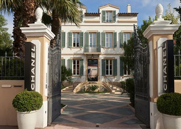 A boutique pop up Chanel que abriu portas pelo quinto ano seguido em St. Tropez