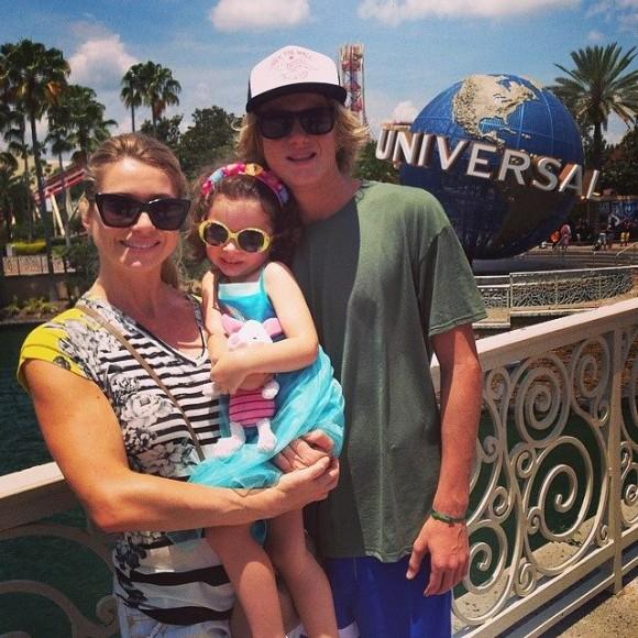 Letícia Spiller com os dois filhos