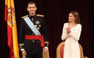 junho - Felipe VI é proclamado rei de Espanha, um mês depois de Juan Carlos ter abdicado do trono.