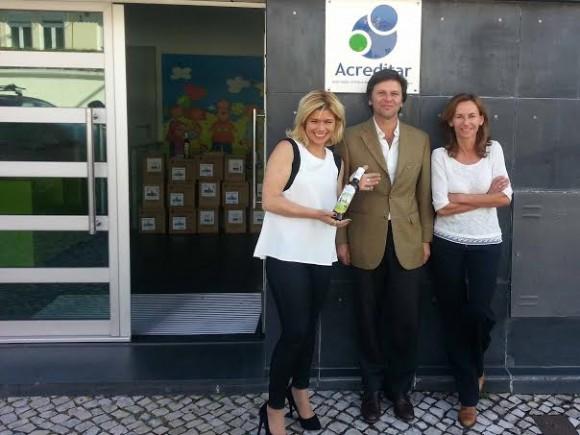 A atriz com a diretora geral da Acreditar, Margarida Cruz e o director geral da Casa Anadia, Rui Pereira Coutinho