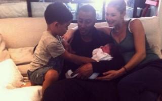 A manequim Doutzen Kroes foi mãe pela segunda vez, de Myllena Mae, em julho.