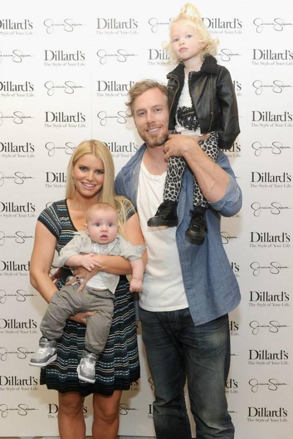 Jessica e Eric com os filhos