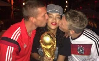 Rihanna Mundial4