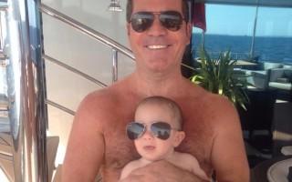 Simon Cowell foi pai pela primeira vez em em fevereiro. Eric é fruto do relacionamento do produtor com  Lauren Silverman.