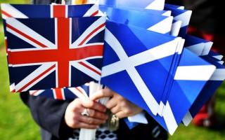 setembro - A Escócia diz não à independência do Reino Unido em referendo nacional.