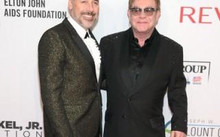 Elton John Aids Foundation - Elton John e David Furnish