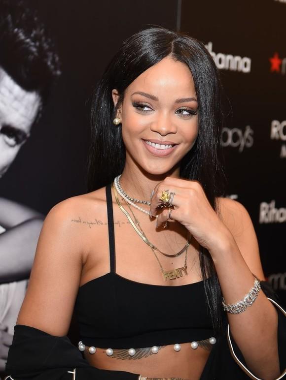 Rihanna perfume3