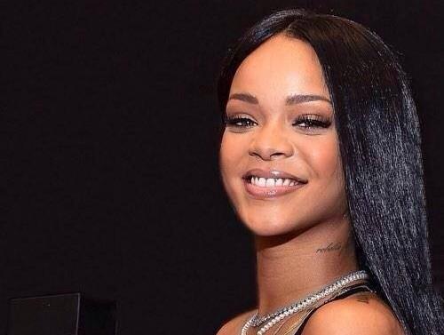 Rihanna-perfume6-500x750