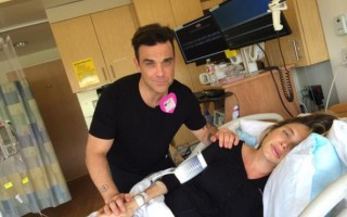 Robbie Williams e a mulher, Ayda, deram as boas-vindas a um rapaz em outubro.
