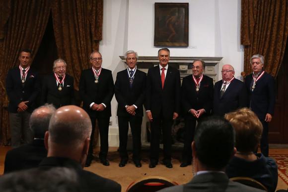 Cavaco Silva com os condecorado