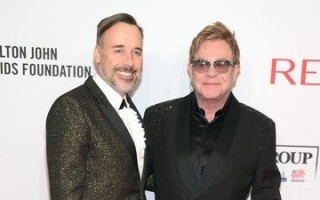 Elton-John-Aids-Foundation-Elton-John-e-David-Furnish1-392x422