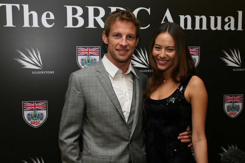 Jenson Button e Jessica Michibata anunciaram a separação ao fim de um ano de casamento.