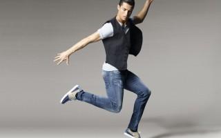 35625483ce Cristiano Ronaldo lança coleção exclusiva de sapatos - MoveNotícias