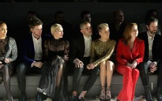 Patrick Schwarzenegger,  Miley Cyrus, Romain Dauriac, Scarlett Johansson e Amy Adams