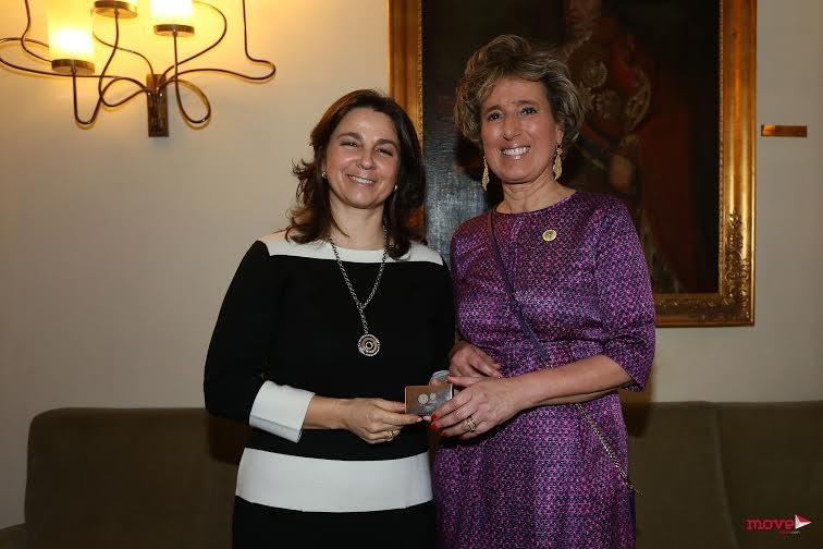 Dona Isabel com Ana Príncipe, Assessora do Presidente do Conselho de Administração do Hospital São João