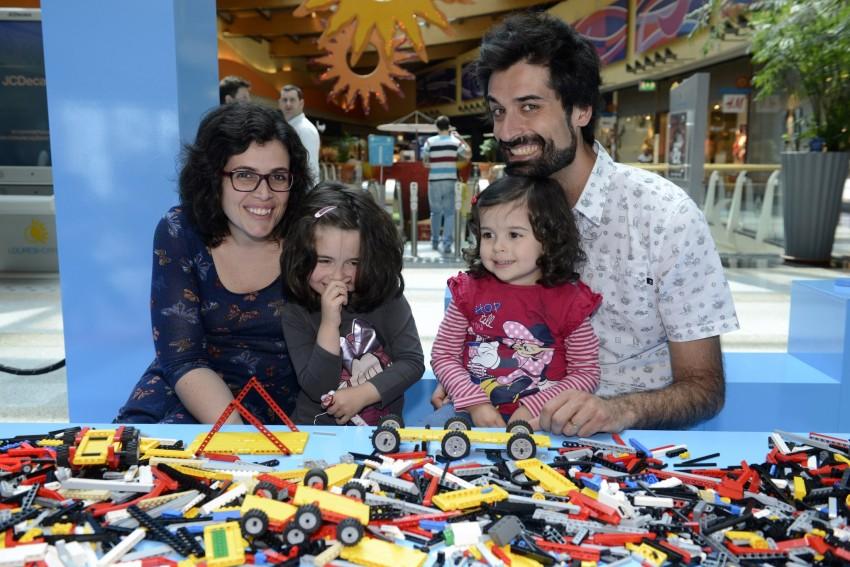 António Raminhos com a mulher, Catarina, e as filhas, Maria Rita e Maria Inês