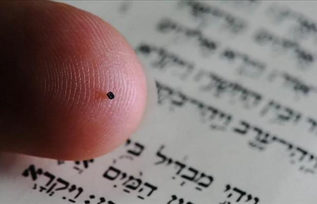 Exposta a mais pequena Bíblia do Mundo - MoveNotícias