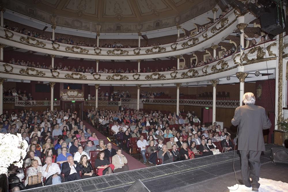 8 170 Grande Gala Do Fado Enche Teatro S 225 Da Bandeira