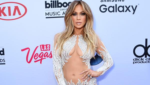 Jennifer Lopez e Drake postam foto juntos pela primeira vez — Namoro assumido
