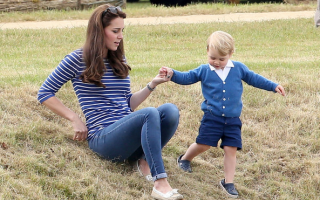Com a mãe num jogo de pólo onde William participou