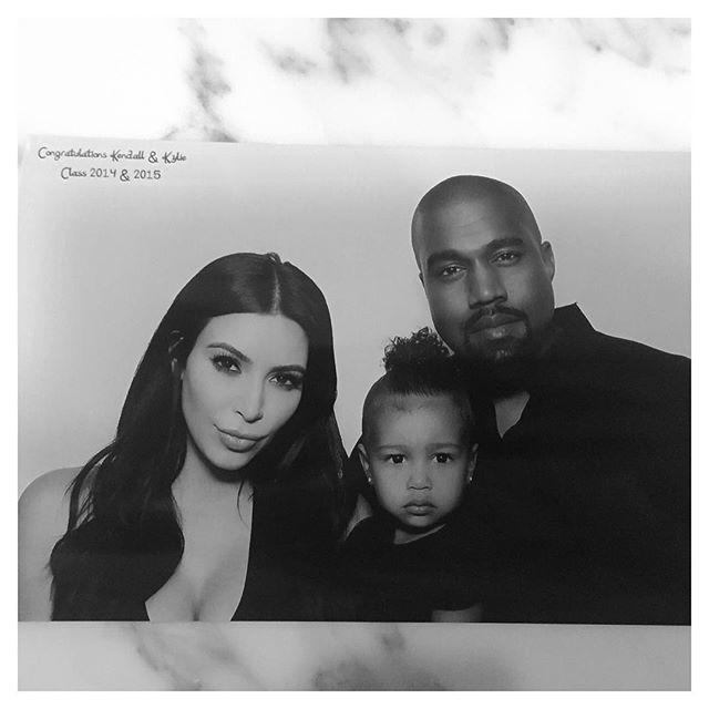Kim Kardashian e Kanye West aumentaram a família e deram as boas-vindas a Saint West.