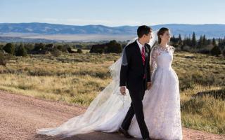 Allison Williams e Ricky Van Even trocaram alianças em setembro, no Brush Creek Ranch em Saratoga.