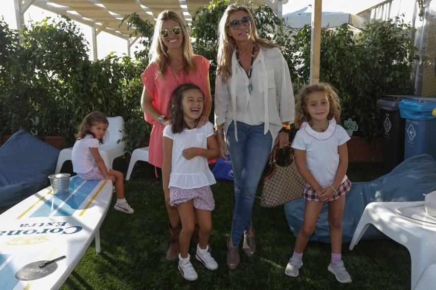 Sofia Jardim, com as filhas e Cinha Jardim