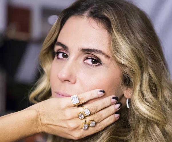 """0e7212fb9 Na novela da Globo """"A Regra do Jogo"""" (transmitida na SIC) Giovanna Antonelli  dá vida à vilã Atena. Apesar de maléfica"""