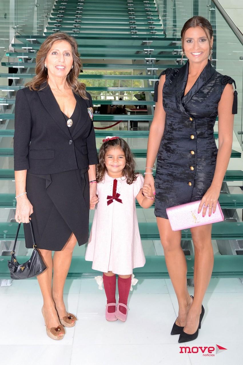 Patrícia Pereira da Silva com a mãe, Maria Helena, e a filha, Teresa