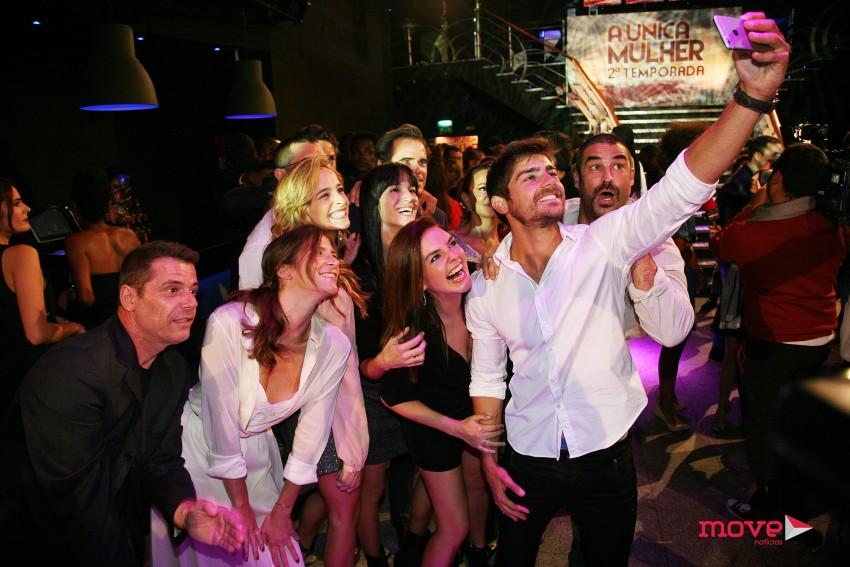 Lourenço Ortigão tira uma selfie com os colegas