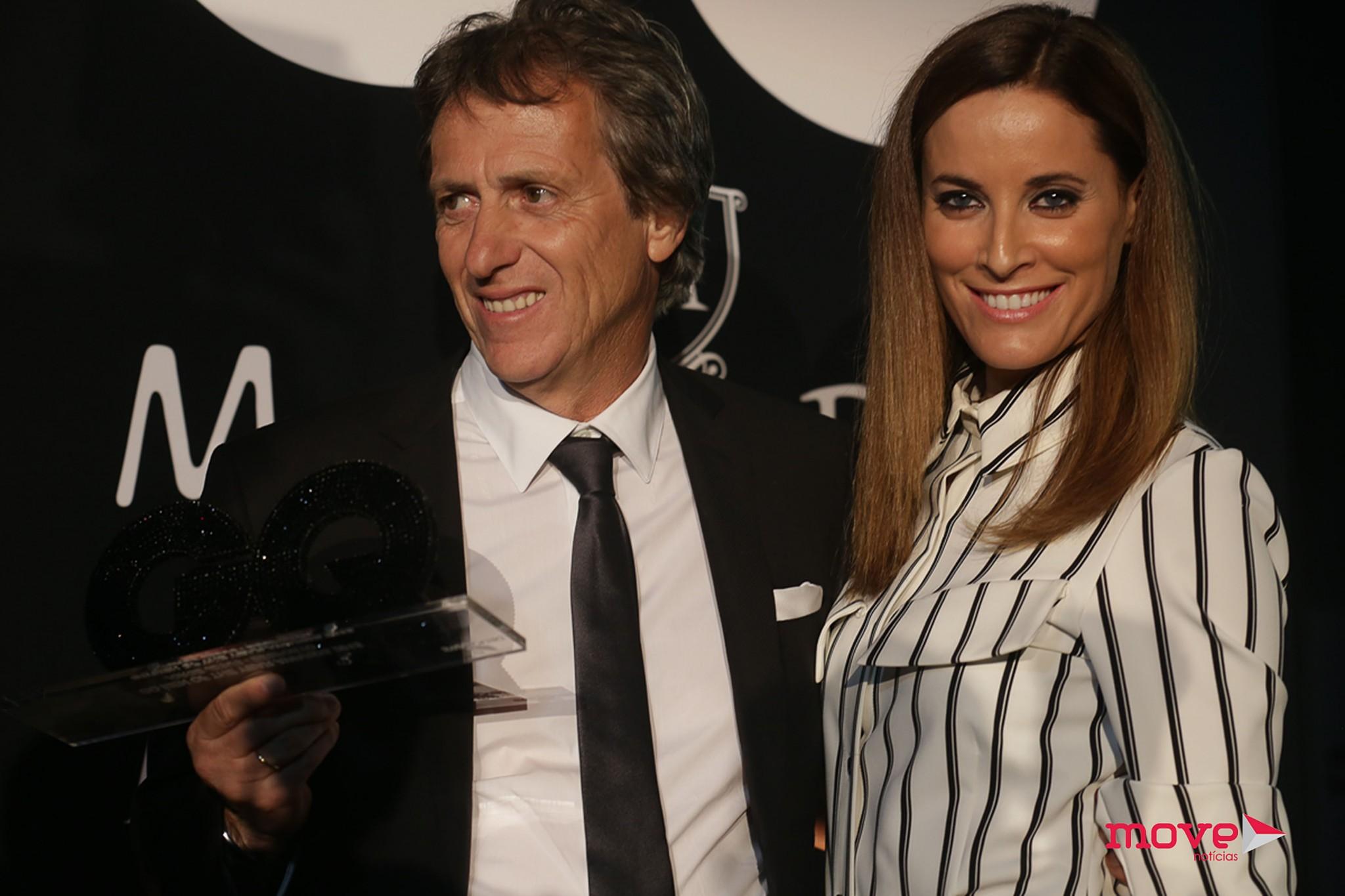 O técnico recebeu o prémio das mãos da atriz Maria João Bastos