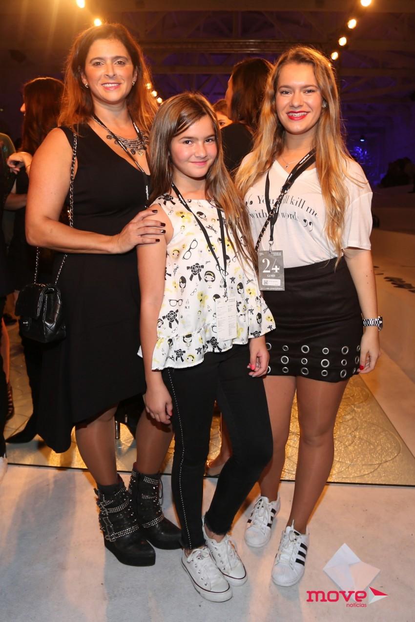 Sandra Madureira com as filhas Catarina e Vitória