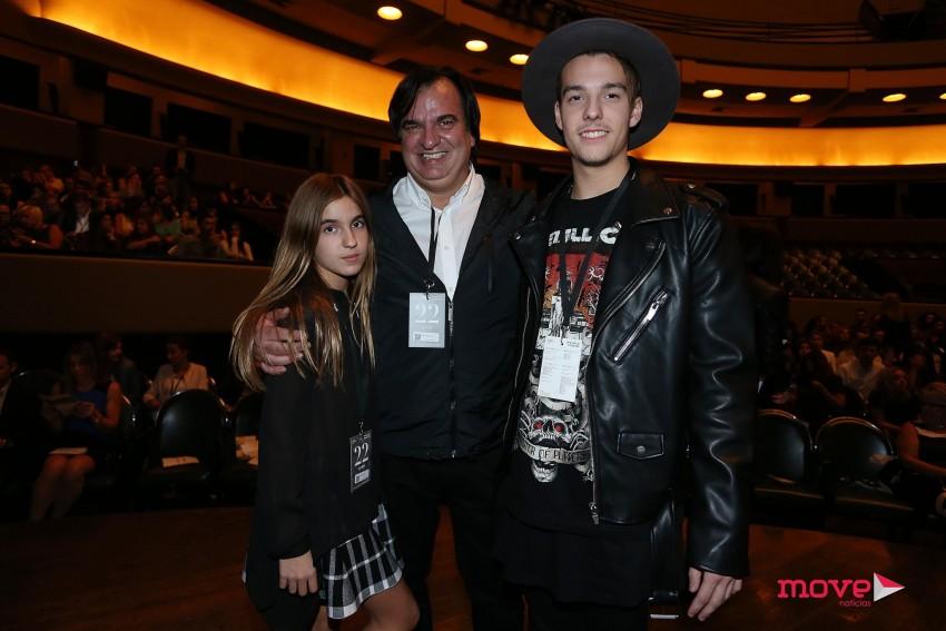 O marido da estilista Henrique Hendel, e os filhos, Sara e Miguel felizes pelo sucesso alcançado